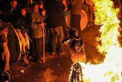مراسم عزاداری پولکه تولاماق (مشعل گردانی) در شهرستان عجبشیر