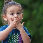 رفتارهایی که والدین باید از انجام آنها در مقابل کودکان خودداری کنند