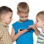 دلیل منع کودکان از تماشای نمایشگرها