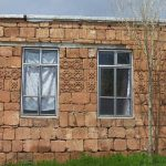 احداث خانه ای در روستا با سنگ های کاروانسرای شاه عباسی!